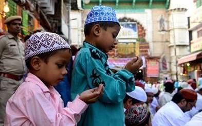 Photo of ईद-उल-अजहा आज : मस्जिदों में सुबह अदा की गई नमाज़