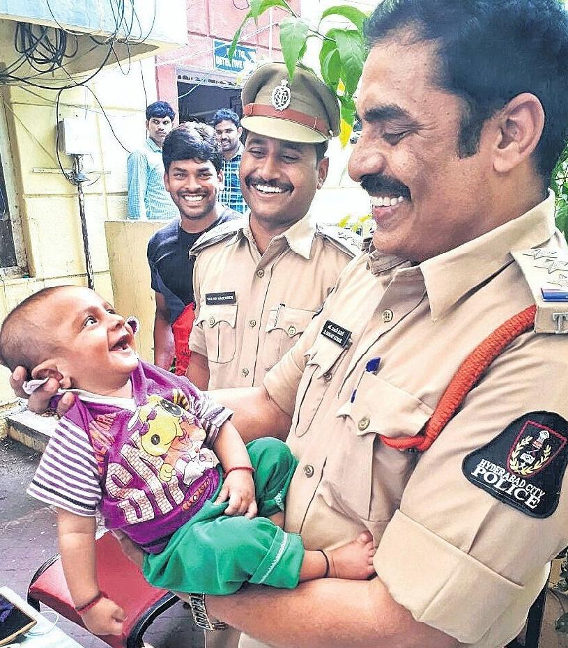 Photo of पुलिस ने ऐसा क्या किया कि सोशल मीडिया पर हो रही तारीफ