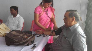 Photo of रक्तदान कर लोगों के चेहरे खिले, कहा ब्लड डोनेट करने से बढ़ती है उम्र