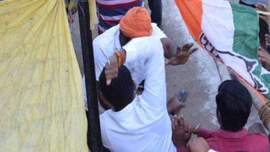 भिड़े कांग्रेस-BJP कार्यकर्ता