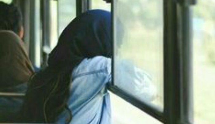 हिज़ाब पहनकर बस में बैठी थी मुस्लिम लड़की