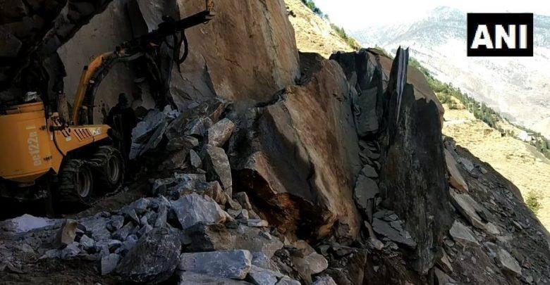 अचानक चट्टान टूटने से जोशीमठ-मलारी हाईवे ध्वस्त