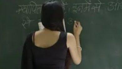 इंजीनियरिंग परीक्षा की तैयारी कर रहा है एक छात्र