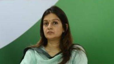 प्रियंका ने अब अपनी ट्विटर प्रोफाइल पर खुद को कॉलमिस्ट
