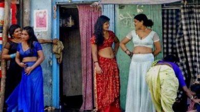 Photo of अपनी पत्नी को वैश्याओं के कोठे पर देख पति ने किया ये काम, पहुंची पुलिस