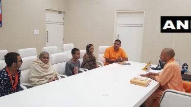 Photo of कमलेश तिवारी के परिजनों से मिले मुख्यमंत्री योगी आदित्यनाथ, रखी ये 11 मांगें