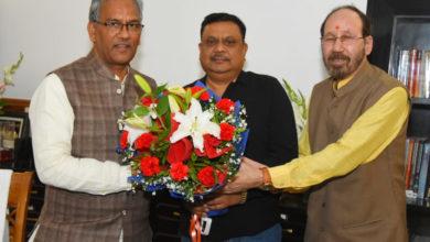 Photo of मुद्दा 370 जे एण्ड के फील्म की टीम से मिले सीएम त्रिवेंद्र सिंह रावत