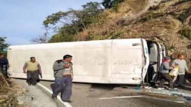 Photo of भीमताल में बड़ा हादसा : अनियंत्रित होकर सड़क पर पलटी यात्री बस, सभी सवारी सुरक्षित