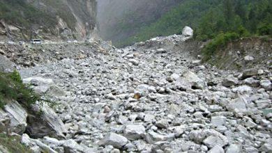 Photo of उत्तरकाशी नदी में धड़ल्ले से चल रहा है खनन, गंगा नदी के लिए खतरे की घंटी