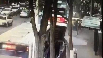 Photo of अचानक सड़क धसने से गिरी बस, 6 की हुई मौत और 10 लापता