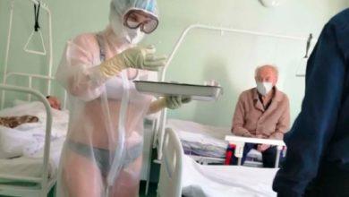 Photo of मरीज़ों के सामने पीपीई किट के अंदर ब्रा और पैंटी पहनकर आ गई नर्स