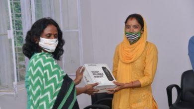 Photo of पौड़ी में ग्राम प्रधानों को दिए गए सेटेलाइट फोन, इस खास काम में मिलेगी मदद
