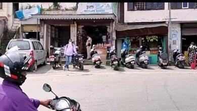 Photo of बाजार बंदी के बावजूद भी व्यापारियों ने खोली अपनी दुकानेें
