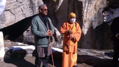 Photo of उत्तराखंड के मुख्यमंत्री त्रिवेंद्र संग सीएम योगी ने किए बाबा बद्रीनाथ के दर्शन