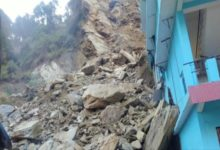 Photo of यमुनोत्री हाईवे पर दरका पहाड़, आवागमन बाधित
