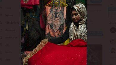 Photo of दिल्ली हाट में पसंद की जा रही यूपी की ज़रदोजी कला