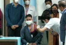 Photo of AIIMS के सफाईकर्मी को लगाई गई देश की पहली कोरोना वैक्सीन