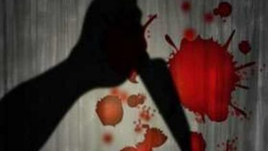 Photo of शख्स ने पत्नी को बीच सड़क पर चाकू से गोदा, देखते रहे लोग