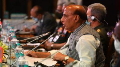 Photo of रक्षा मंत्री ने कहा – LAC पर देश अपनी सेनाओं को चरणबद्ध तरीके से पीछे हटाएंगे