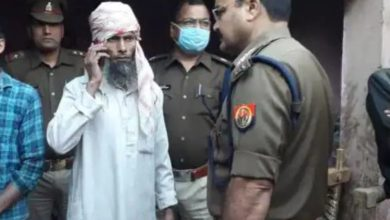 Photo of यूपीः शख्स ने की पत्नी व 2 बेटियों की हथौड़े से हत्या, चरित्र पर था शक