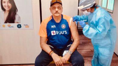 Photo of रवि शास्त्री ने लगवाई कोरोना वैक्सीन, लोग ट्विटर पर देने लगे नसीहत