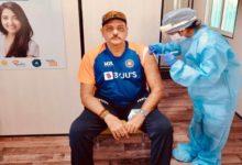 Photo of टीम इंडिया के कोच रवि शास्त्री ने लगवाई कोरोना वैक्सीन, ट्वीट कर कही ये बात