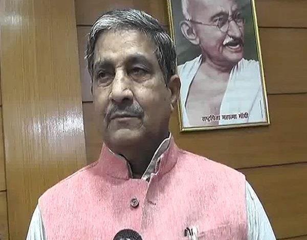 साहकारिता मंत्री मुकुट बिहारी वर्मा