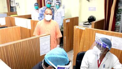 Photo of दो दिवसीय गोरखपुर दौरे पर सीएम योगी, बीआरडी मेडिकल कॉलेज के वैक्सीनेशन सेंटर का लिया जायजा
