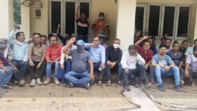 Photo of उत्तराखंड में ऊर्जा निगम के कर्मचारियों का फूटा गुस्सा, कार्यालय बंद कर हड़ताल पर बैठे