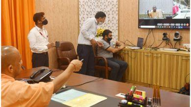Photo of सीएम योगी ने वीडियो कांफ्रेंसिंग के जरिए कानपुर और आगरा मेट्रो की पहली प्रोटोटाइप ट्रेन का अनावरण किया